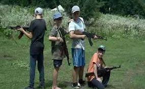 آموزشهای نظامی به کودکان و نوجوانان اوکراینی در اردوگاه ملی گرایان تندرو + فیلم
