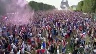 جشن و پایکوبی مردم پاریس در کنار برج ایفل پس از قهرمانی فرانسه +فیلم