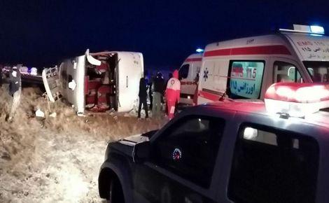 واژگونی اتوبوس در محور سلفچگان-اراک/ 9 سرنشین مصدوم شدند