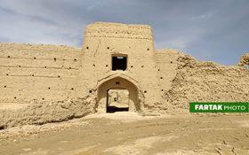 اختصاصی / قلعه تاریخی جهان آباد سرخه در سیطره قاچاقچیان + فیلم