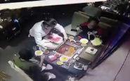 انفجار ظرف سوپ در صورت گارسون رستوران