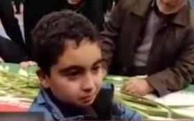 صحبتهای سوزناک فرزند شهید حادثه تروریستی زاهدان با پیکر پدرش