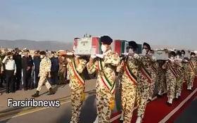 فیلم/ورود پیکر ۴ شهید حادثه ناوچه کنارک  به شیراز