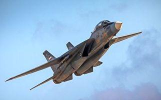 سوخت رسانی بوئینگ ۷۰۷ به جنگنده اف ۱۴