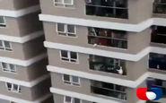 فیلم/ نجات معجزه آسا دختر سه ساله/ او از طبقه 13 سقوط کرد