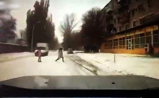 عاقبت تلخ دویدن دختر 15 ساله وسط خیابان + فیلم