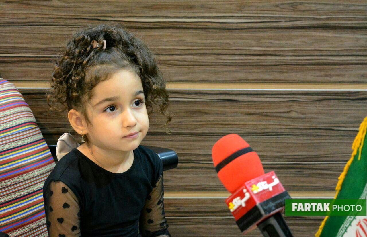 نمایش شاد برای کودکانه توسط عمو احسان و خاله مهسان