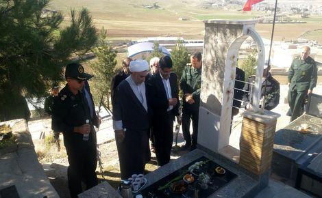 مراسم غبارروبی و گلباران مزار شهدای  شهر سرابله به مناسبت ایام الله دهه فجر برگزارشد