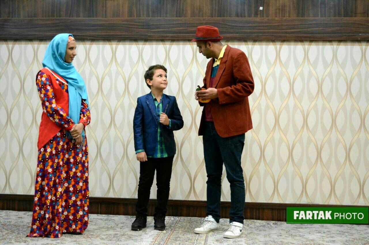 اجرای برنامههای شاد و با نشاط برای کودکان و نوجوانان
